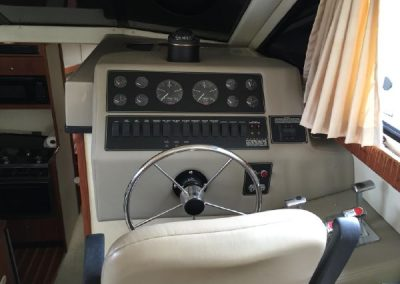 33′ Bayliner 3388 Command Bridge Motoryacht